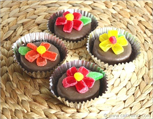 mini cakes with jelly candy flowers 2
