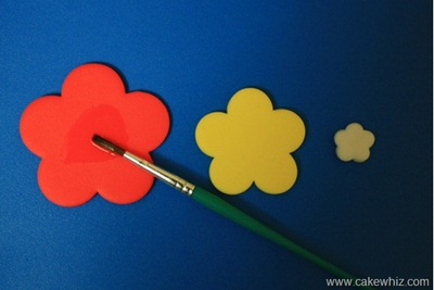 How to make cut out flower cupcakes 3