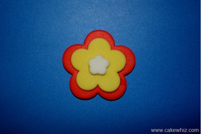 How to make cut out flower cupcakes 5