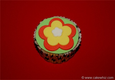 How to make cut out flower cupcakes 6