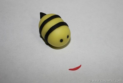 how to make fondant daisies and bumblebee for a cake 17