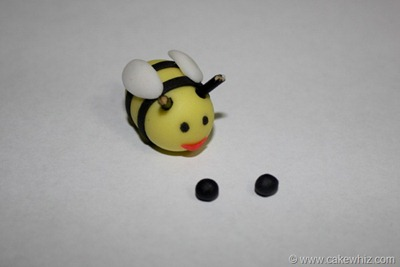 how to make fondant daisies and bumblebee for a cake 24