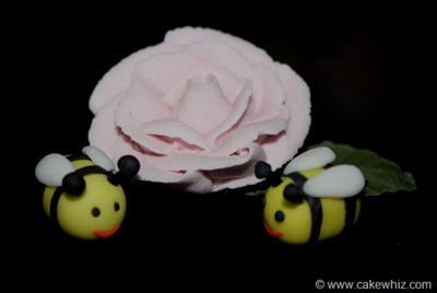how to make fondant daisies and bumblebee for a cake 26